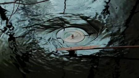 Senti come suona il vinile se lo metti sott'acqua.