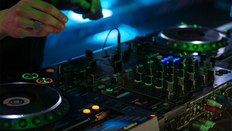 Le 5 tecniche da dj-set usate dai più famosi dj del mondo