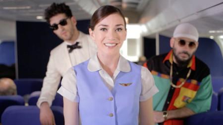 Ho preso un volo e c'erano i Chromeo a fare gli hostess