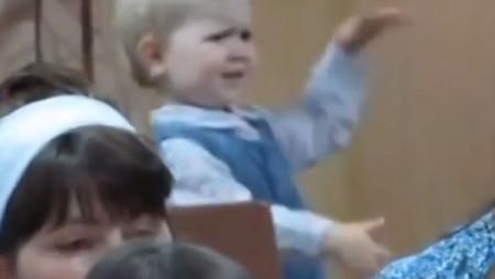 Questa bambina vi insegnerà come si balla, in generale