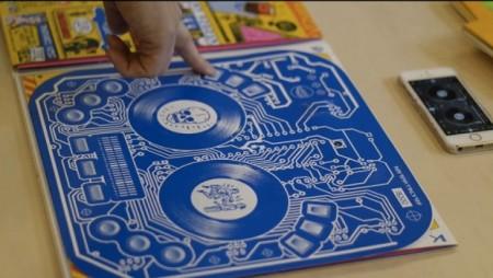 Con la copertina del disco di QBert (e un telefono) puoi fare il DJ