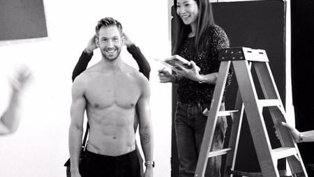 Calvin Harris si mette in mutande per Emporio Armani