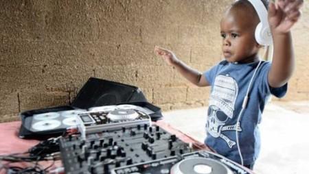 Dj Arch Jnr è il tuo nuovo dj preferito: ha solo due anni