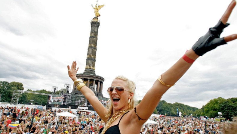 Love Parade 2015, Berlino è pronta: riparte il treno dell'amore
