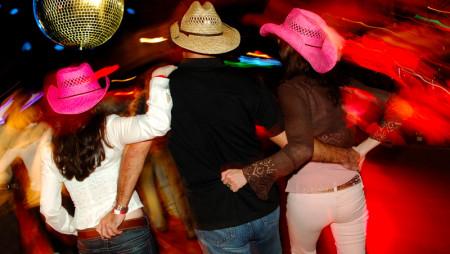 L'EDM diventa Country: tutti al club con il cappello da cowboy!