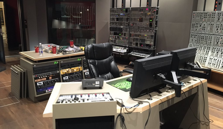 Le foto del nuovo spettacolare studio di Deadmau5