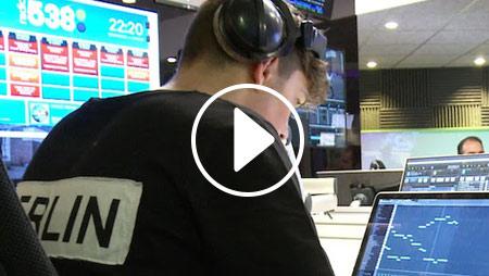 Martin Garrix produce una traccia live, in diretta radio
