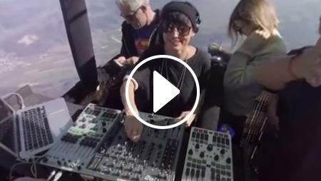 Guarda il dj set volante, in mongolfiera, di Magda [video 360°]