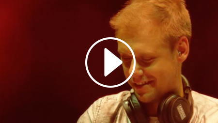 Armin van Buuren suona la trance in vinile [VIDEO]