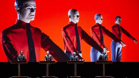 I Kraftwerk suonano così (e nel frattempo riescono pure a controllare le email)