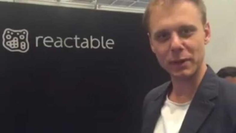 Armin Van Buuren prova Reactable e non ci capisce niente! [VIDEO]