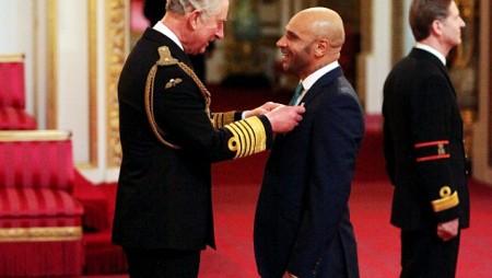 Questa notizia è vera: Goldie premiato dal Principe Carlo d'Inghilterra