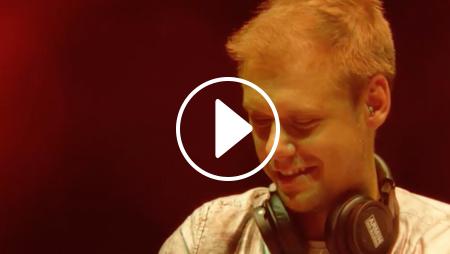 Armin van Buuren suona la trance in vinile [VIDEO]